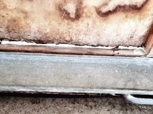Example of rust on a garage door
